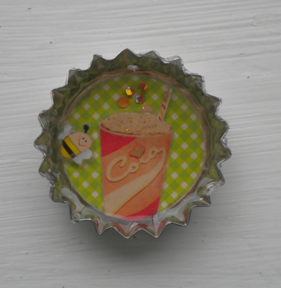 A multilayer resin bottle-cap magnet. This is an up-cycled bottle cap and has sharp edges